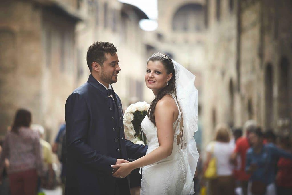 matrimonio in calabria, fotografo di matrimonio in calabria, sposi immezzo alla folla